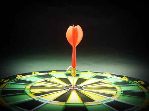 dart pin in the middle of dartboard